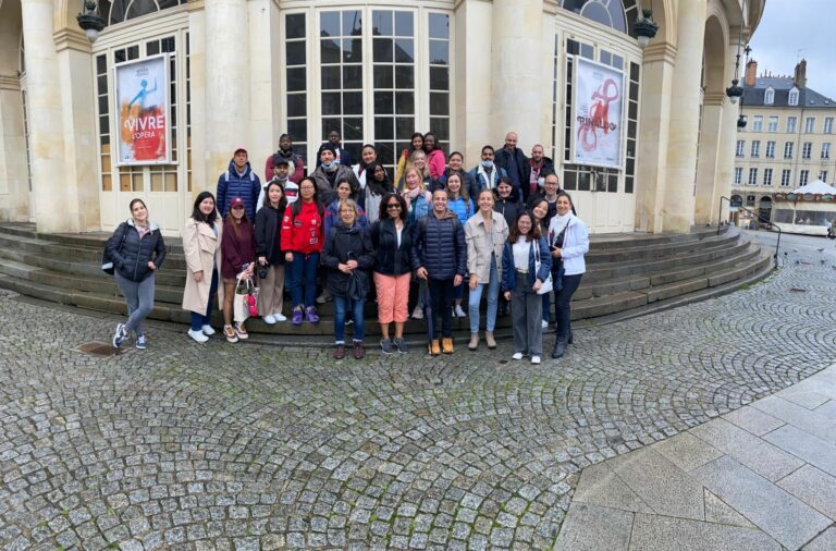 """Our international students on a """"discovery rally"""" of Rennes"""